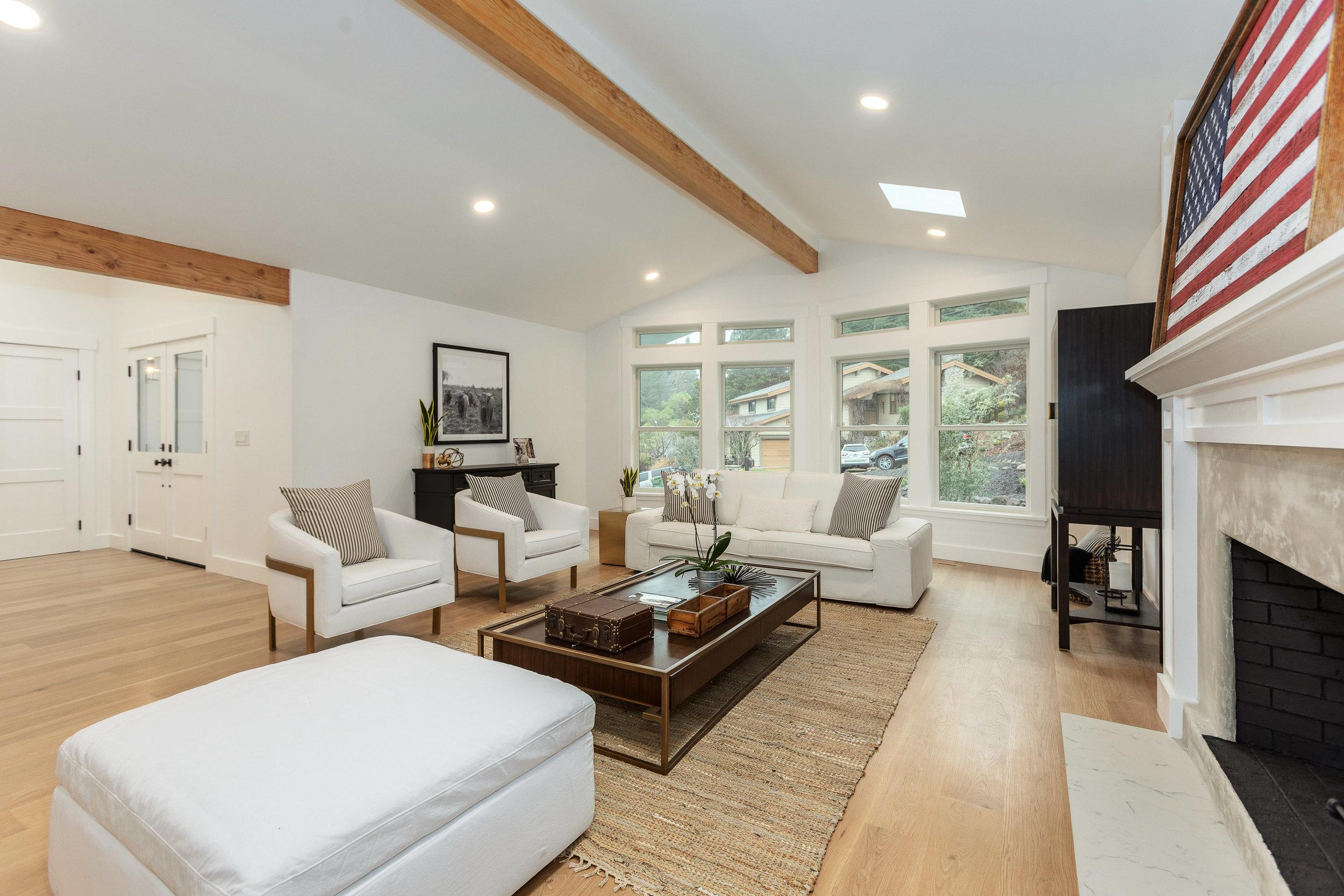 004_105-Living Room.jpg