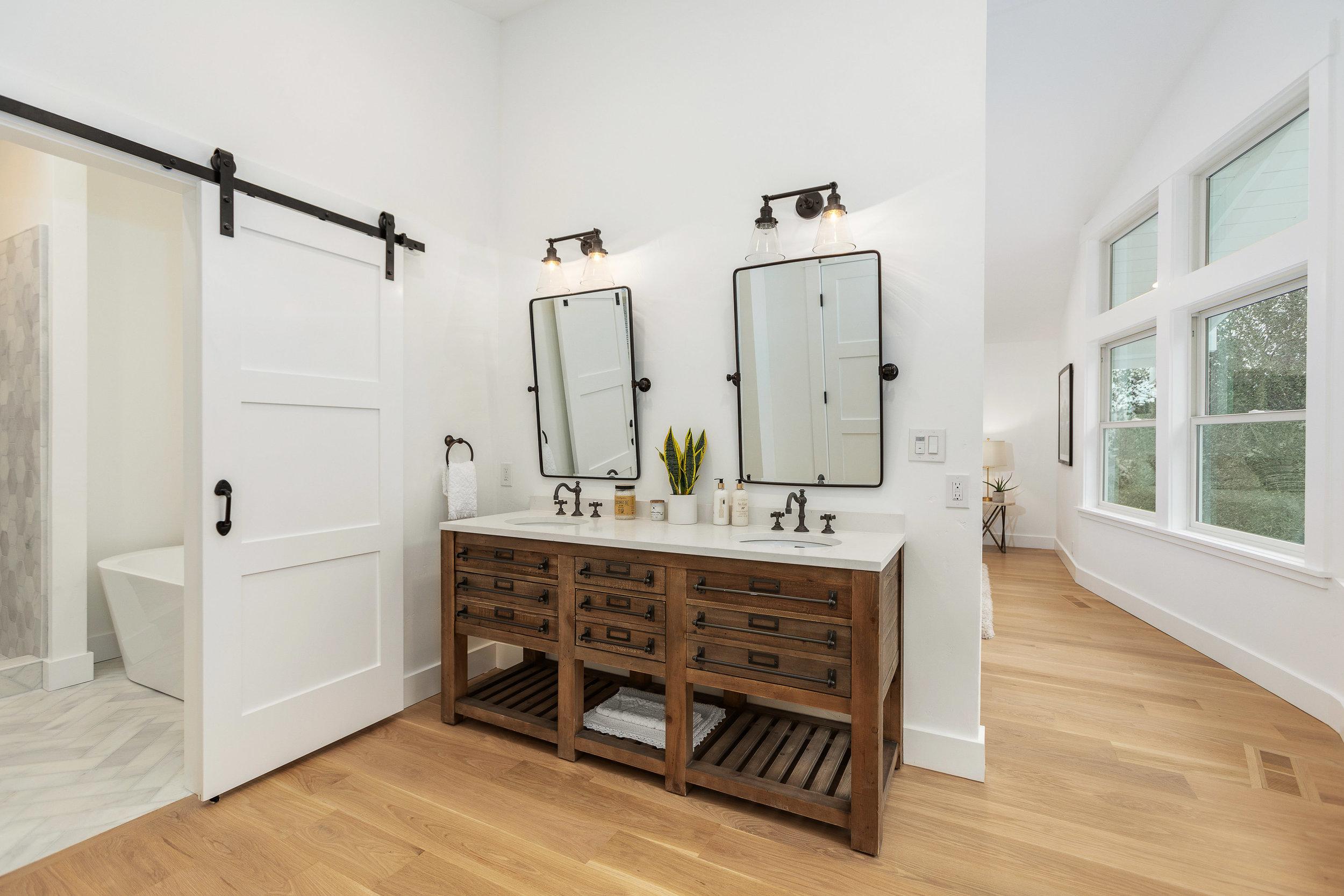 019_125-Bathroom.jpg