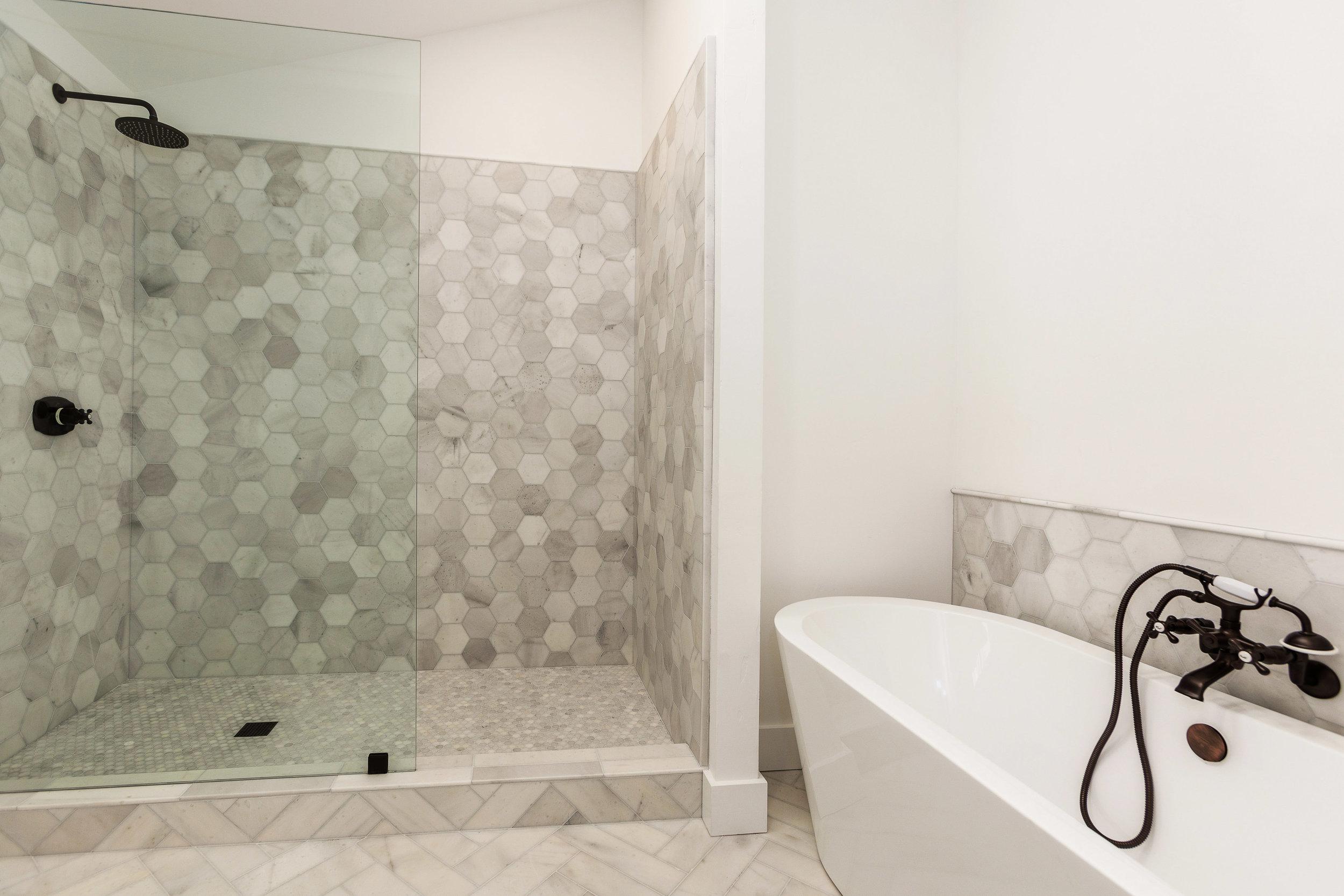 020_129-Bathroom.jpg