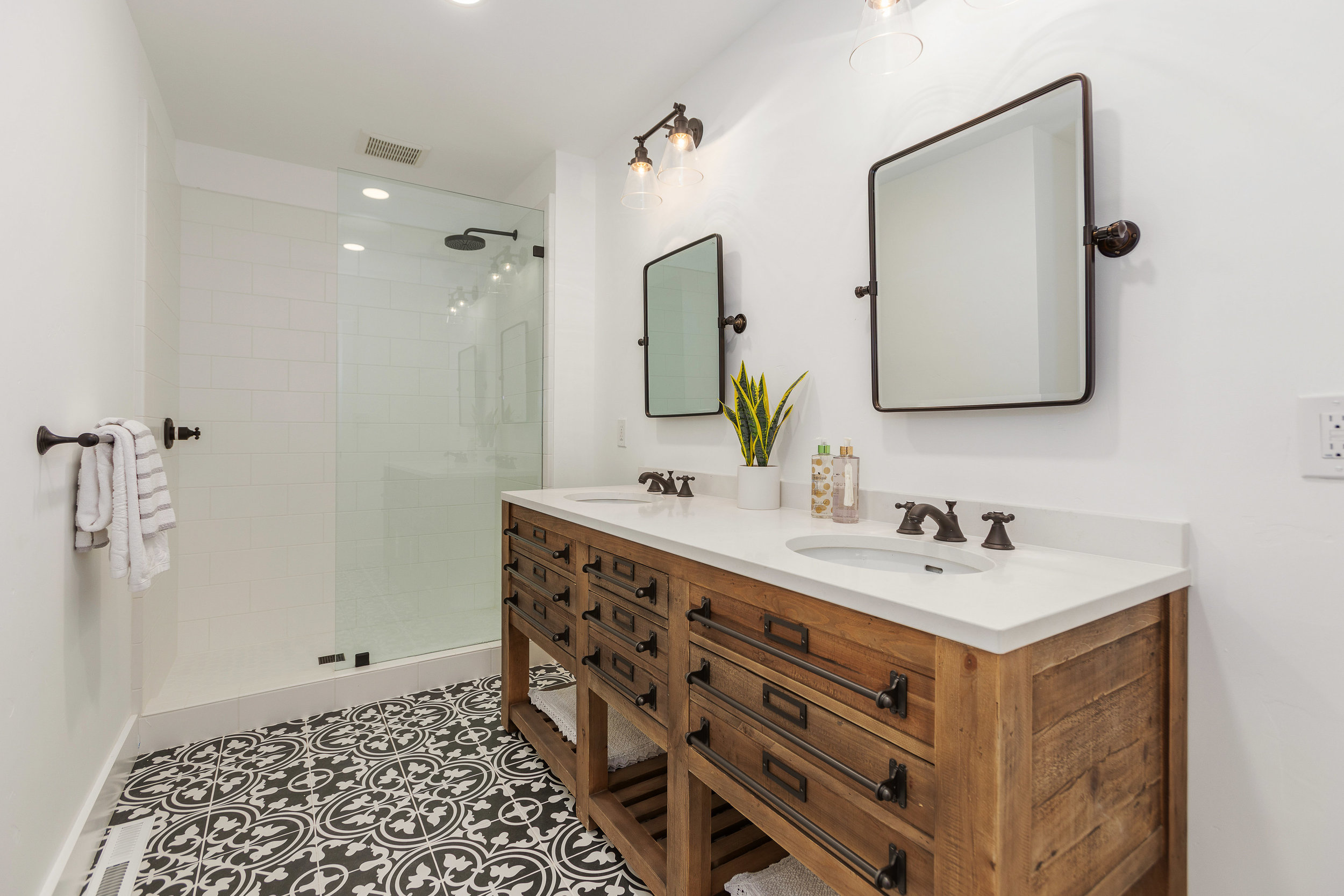 026_143-Bathroom.jpg