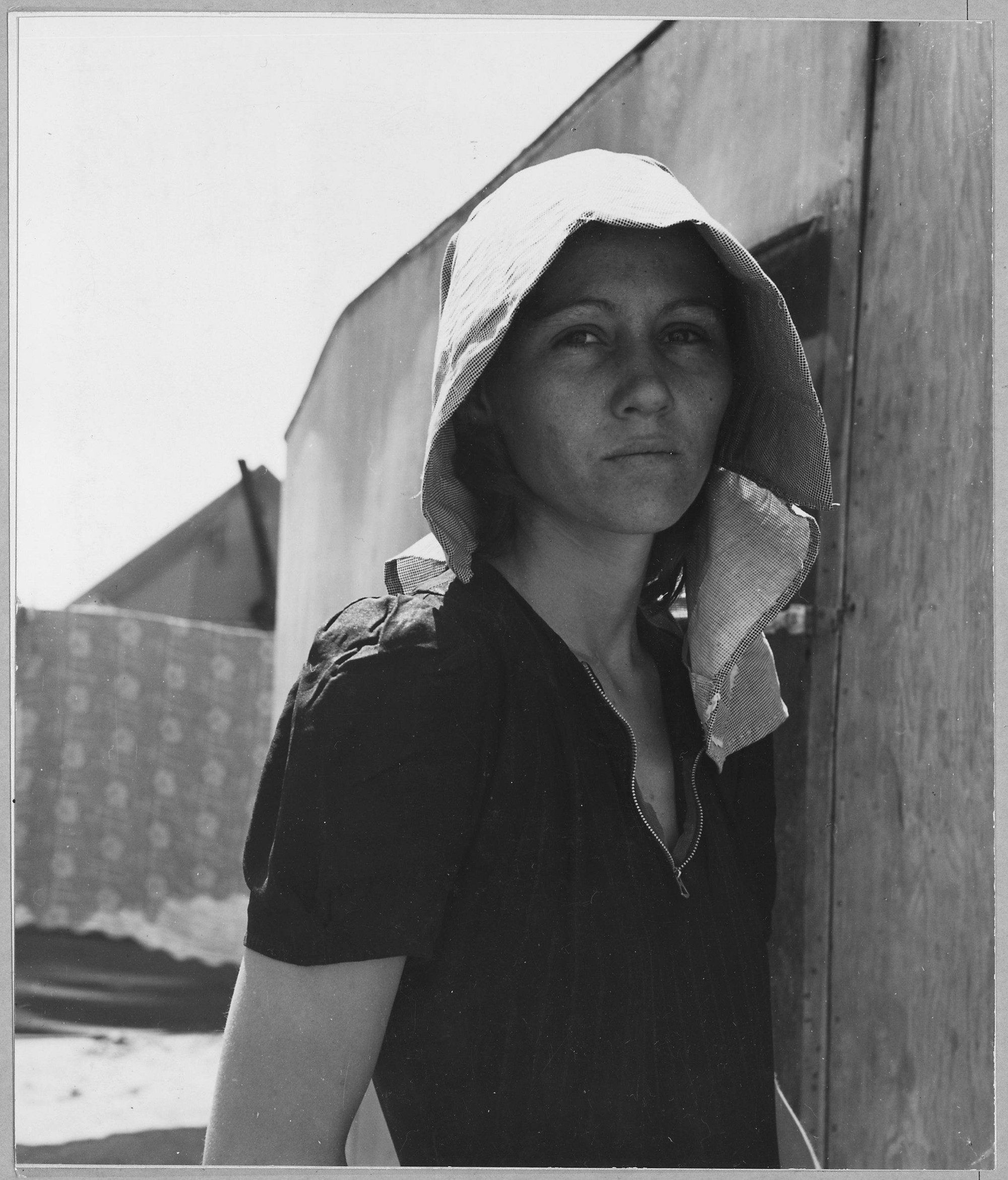 Young Migratory Mother In Edison, Kern County, California, Originally From Texas (Lange, Dorothea 1940)