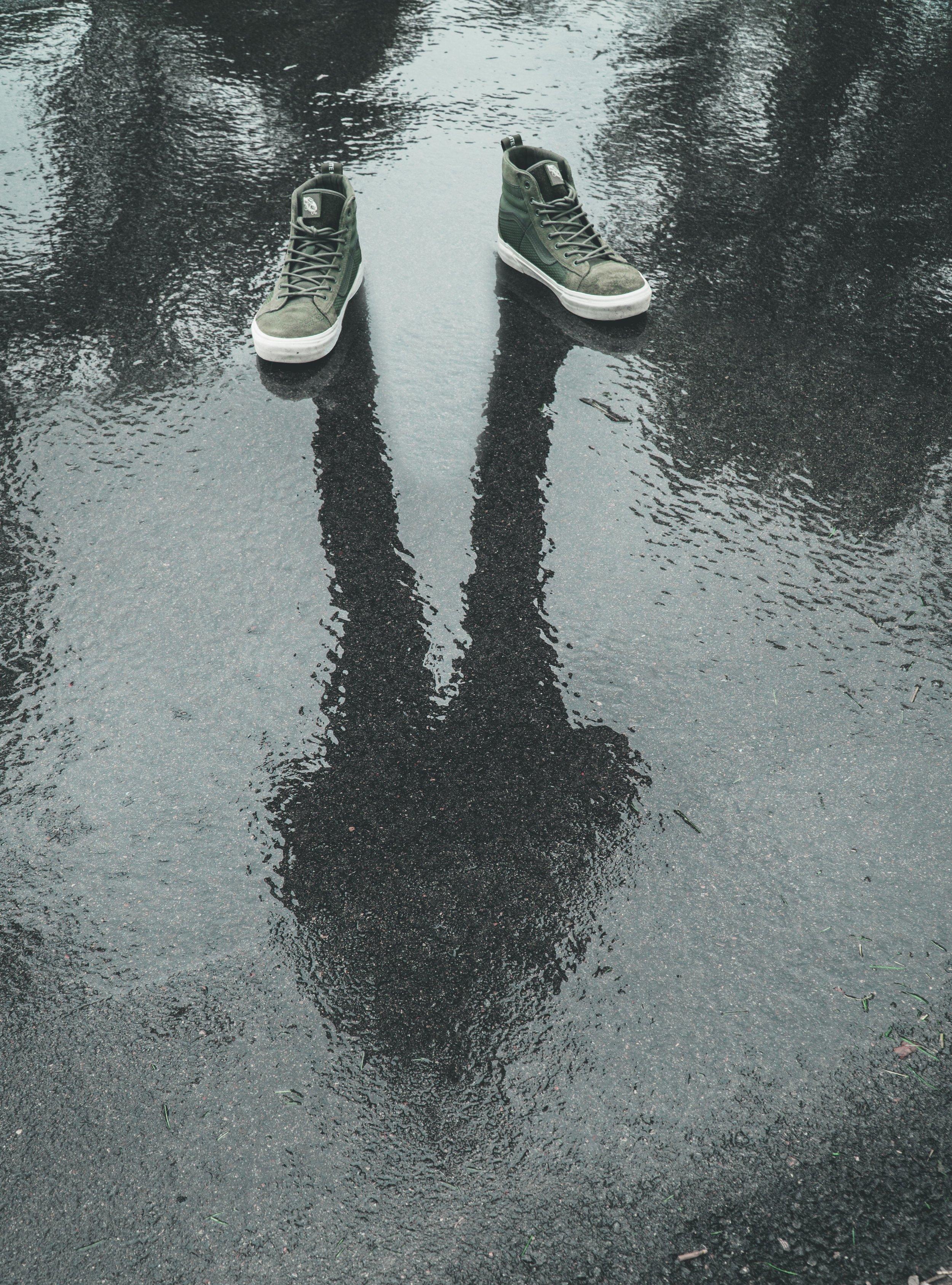 concrete-floor-footwear-gray-1554613.jpg