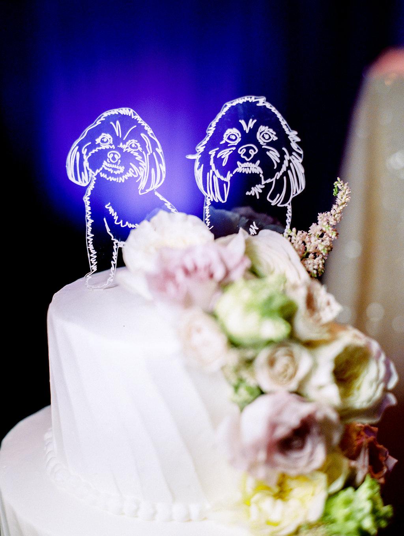 wedding-cake-details-dog-toppers