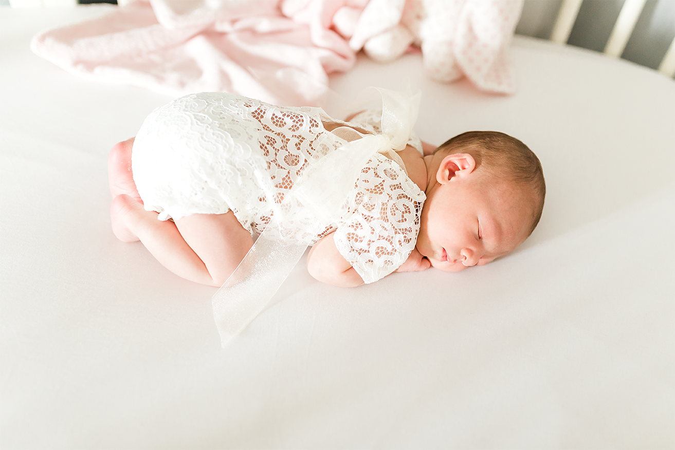 Lifestyle newborn photographer in Jacksonville FL