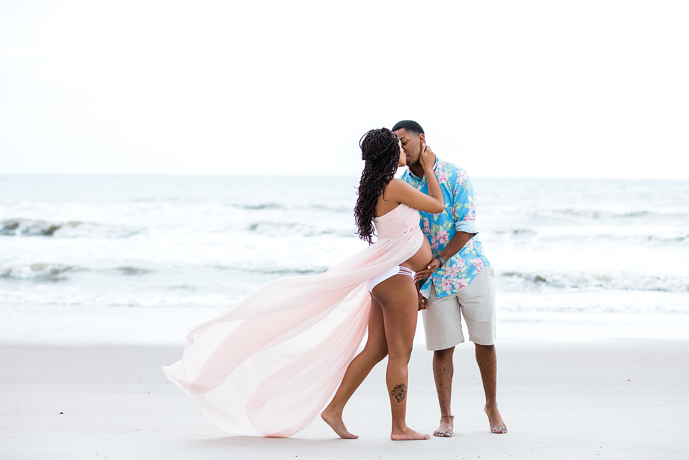 beach maternity photos in hanna park