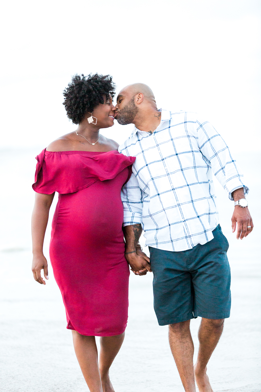 maternity photoshoot at the beach