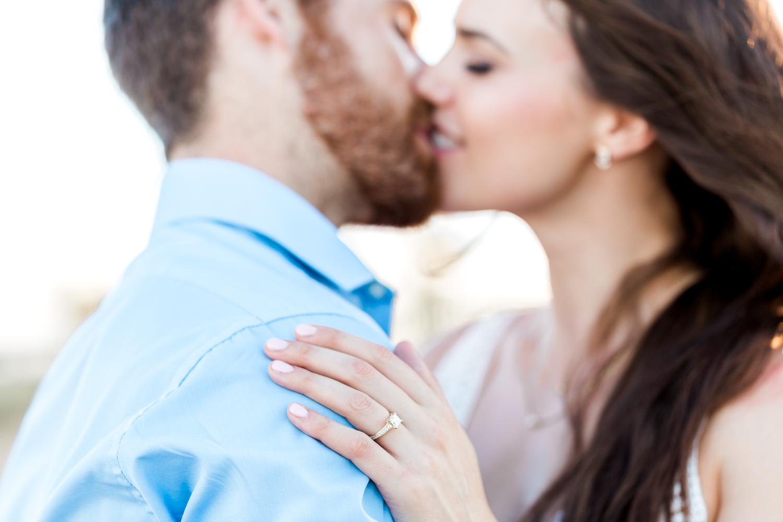 romantic engagement picture ideas