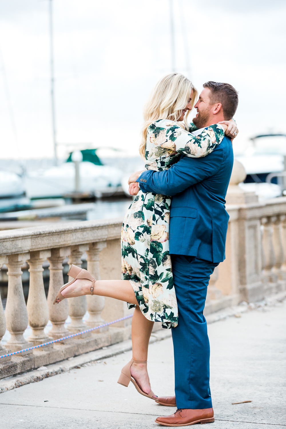 engagement picture ideas by the marina