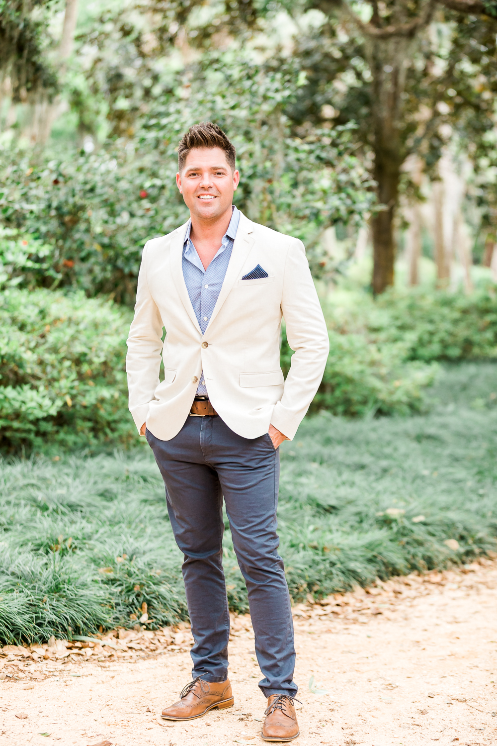 Styling guide for men for engagement session