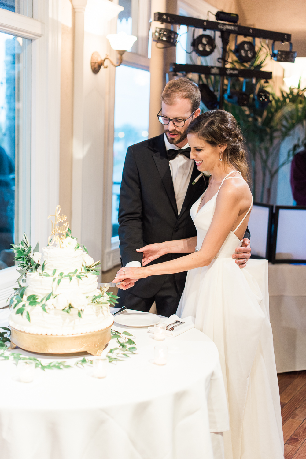 Cake cutting in the white room, st.augustine