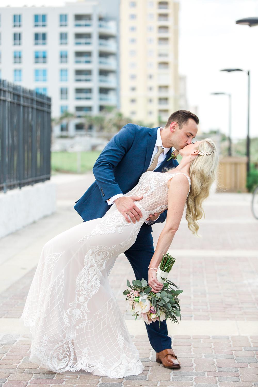 bide and groom posing ideas in casa marina wedding