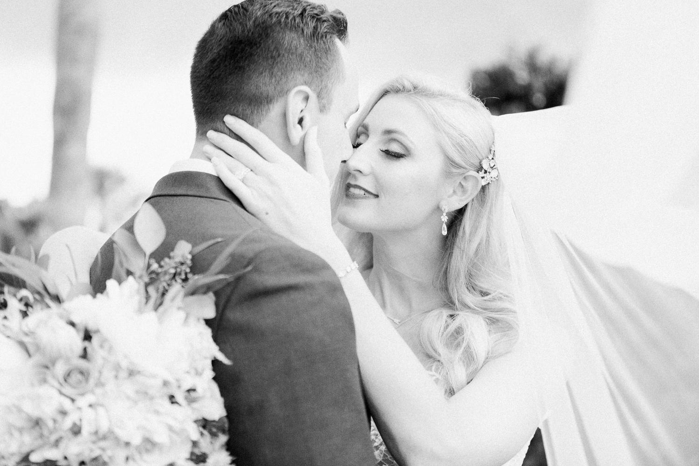 bride and groom posing ideas in jacksonville fl wedding