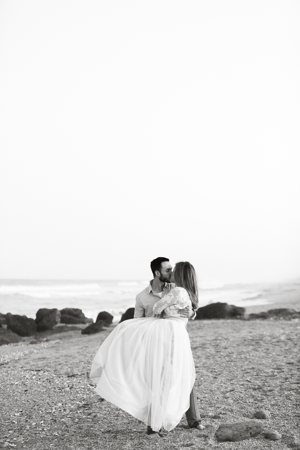 professional engagement pictures in washington oaks gardens and beach