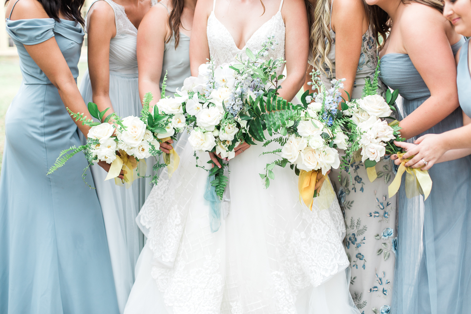bride and bridesmaids picture ideas at the ribault club near amelia island fl