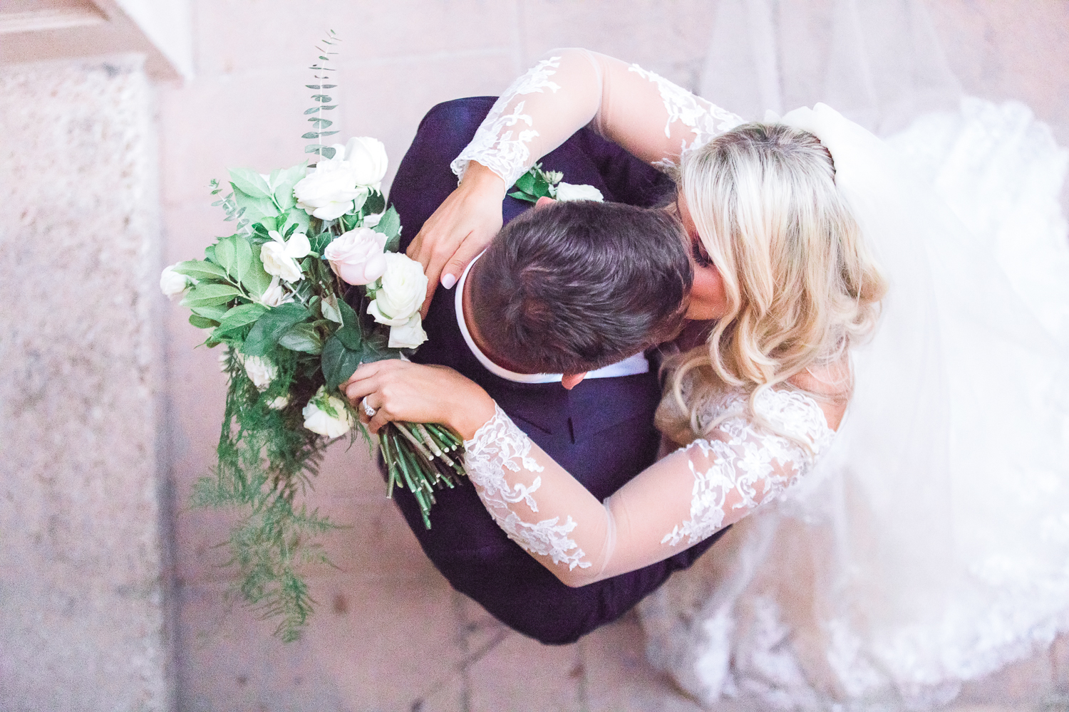 unique wedding picture ideas for bride and groom in epping forest yacht club, jacksonville fl