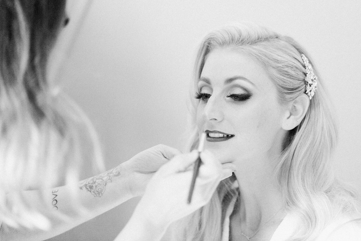 bride getting ready for her wedding in casa marina hotel in jacksonville beach