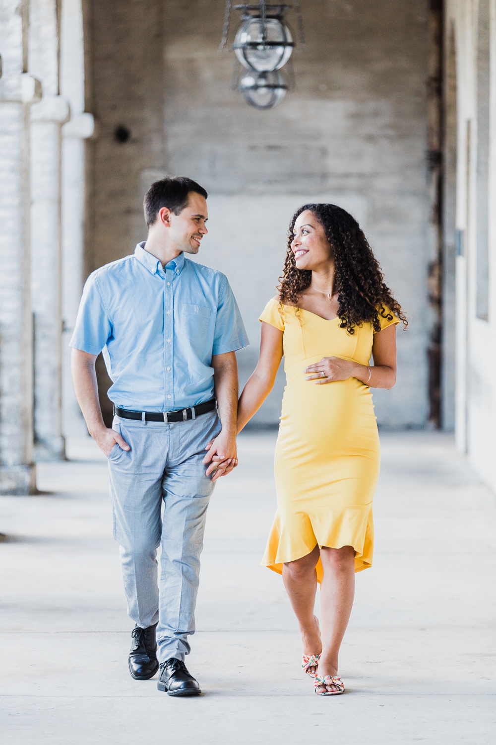 outfit and posing ideas for couples for maternity shoot