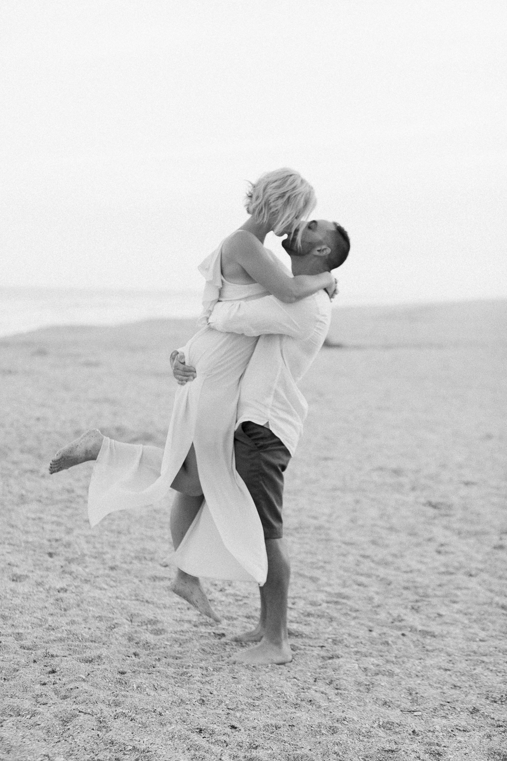 engagement and couple posing tips and ideas