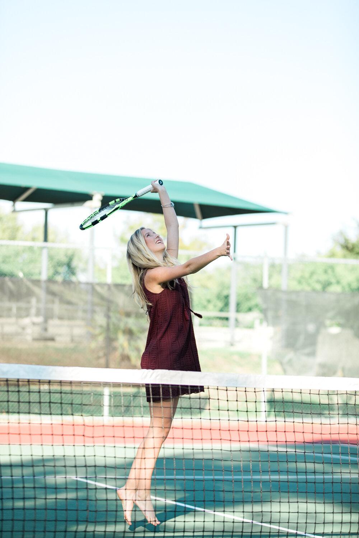 high school senior photoshoot ideas on a tennis court
