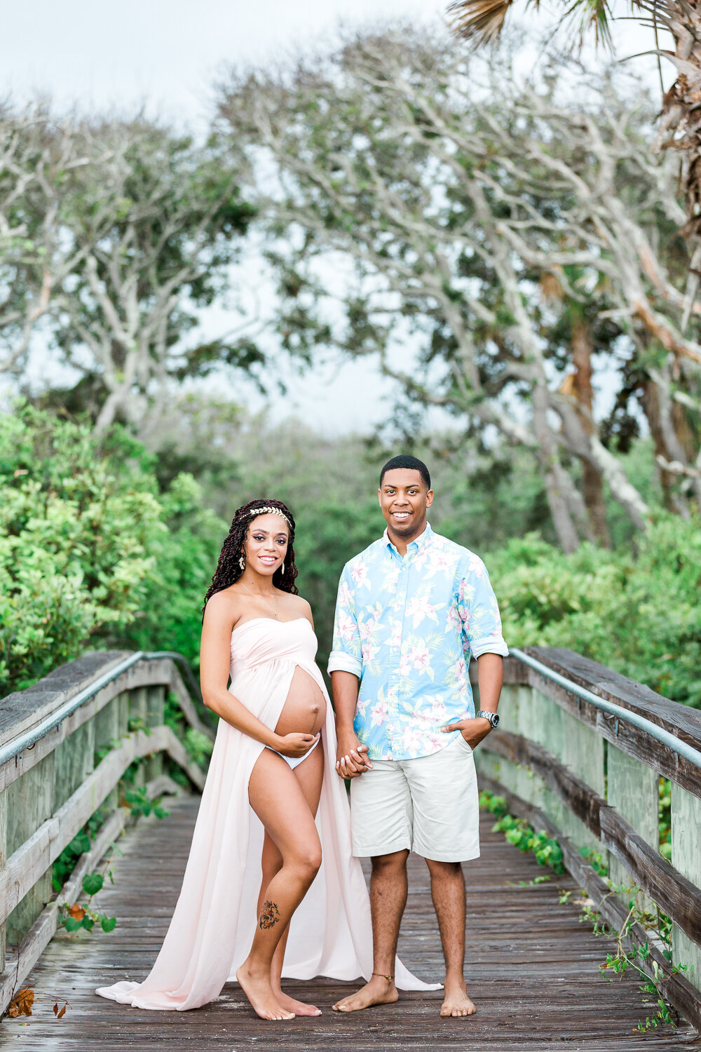 Maternity photoshoot on the boardwalk right after the rain in Hanna Park