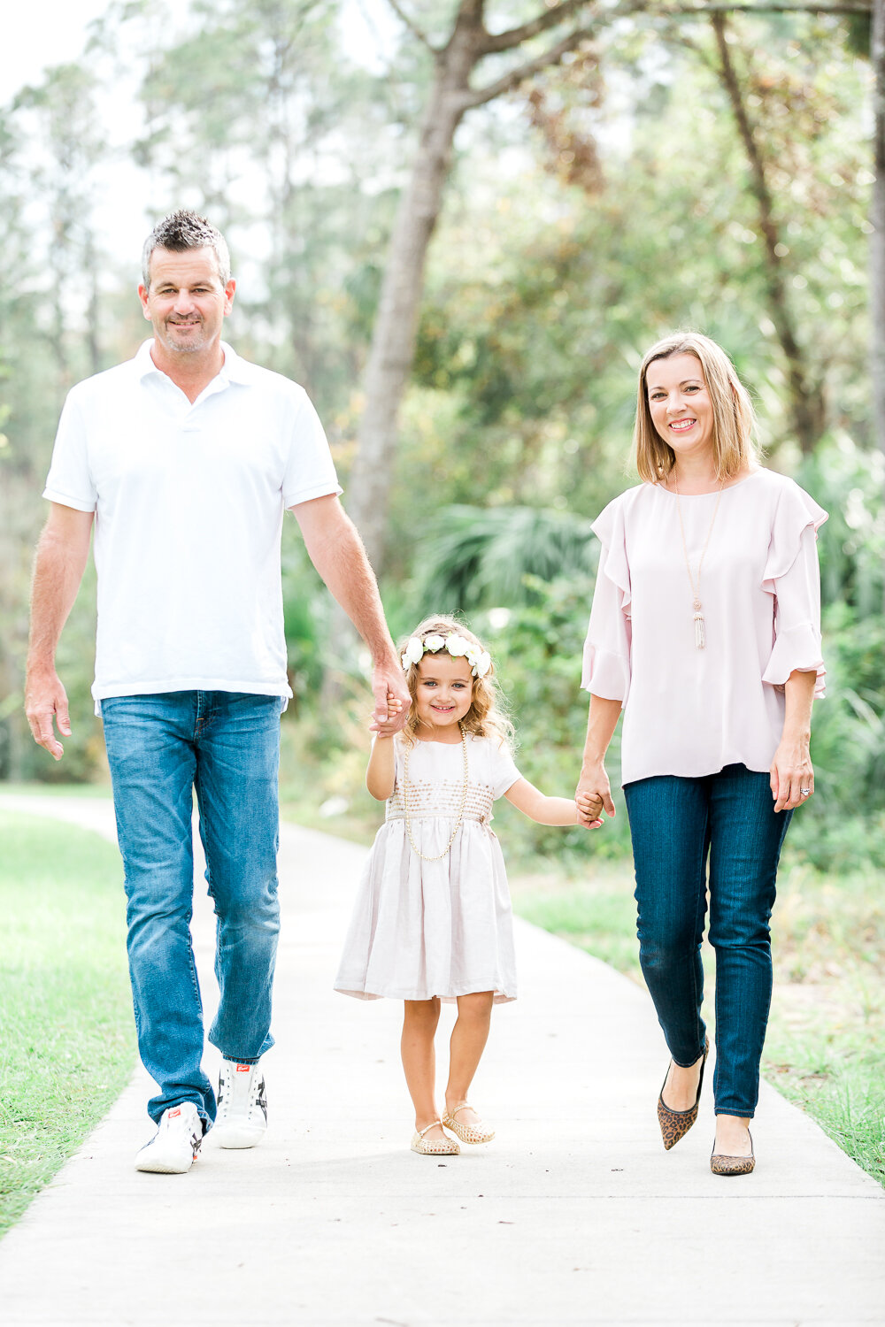 Family photoshoot posing and outfit ideas in Nocatee