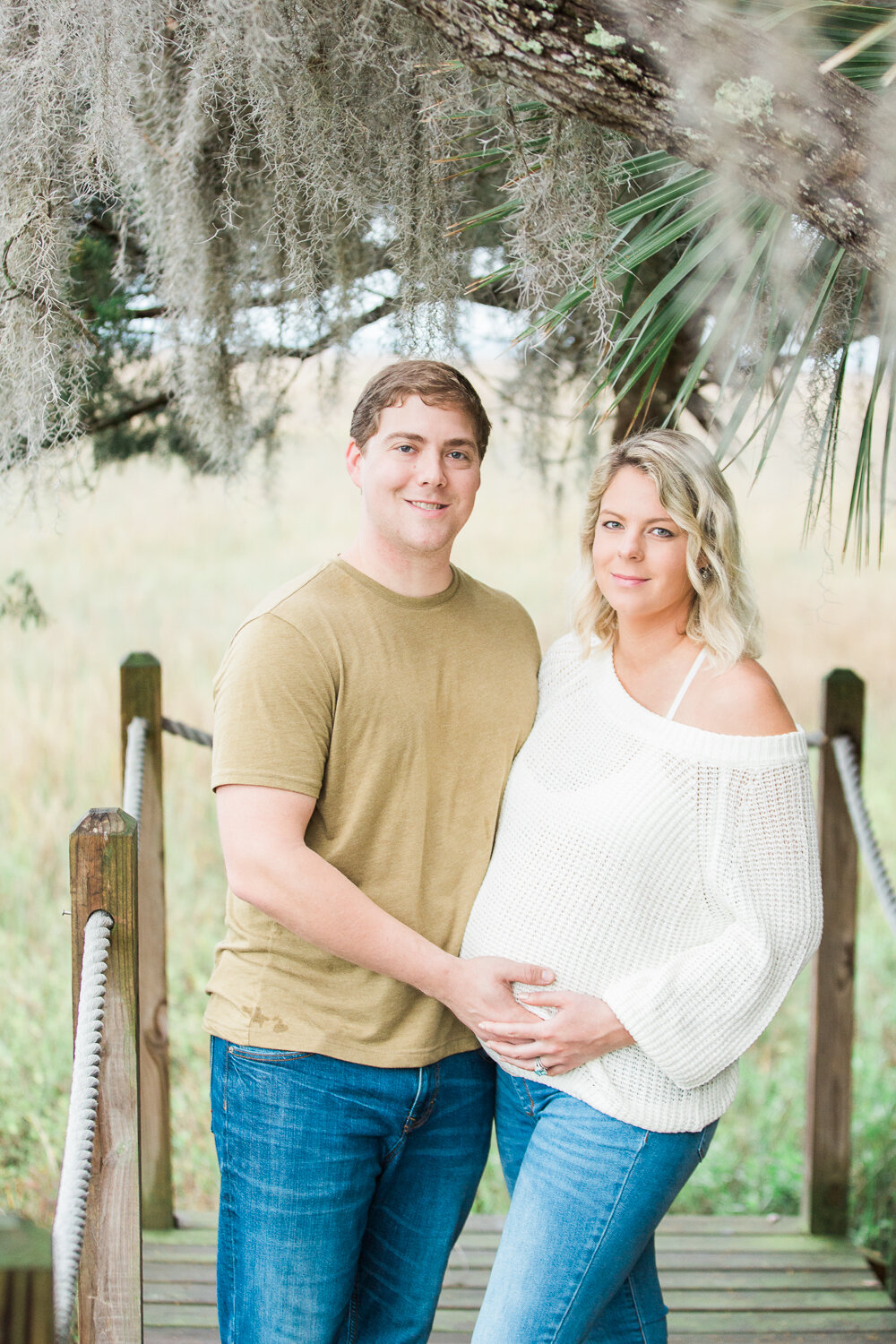 maternity picture under a spanish moss in amelia island