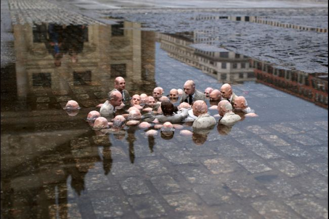 """Isaac Cordal's """"Follow the leaders."""" Berlin, Germany, April 2011. (Cement Eclipses/Facebook)"""
