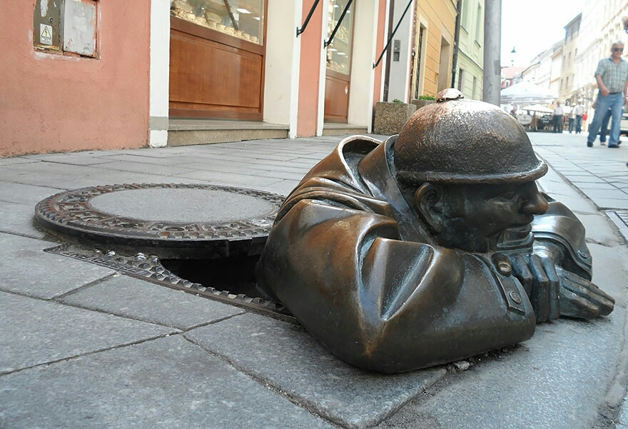 Hombre trabajando, Bratislava, Slovakia