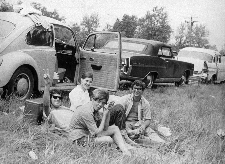 woodstock-hippies-in-grass-ftr.jpg