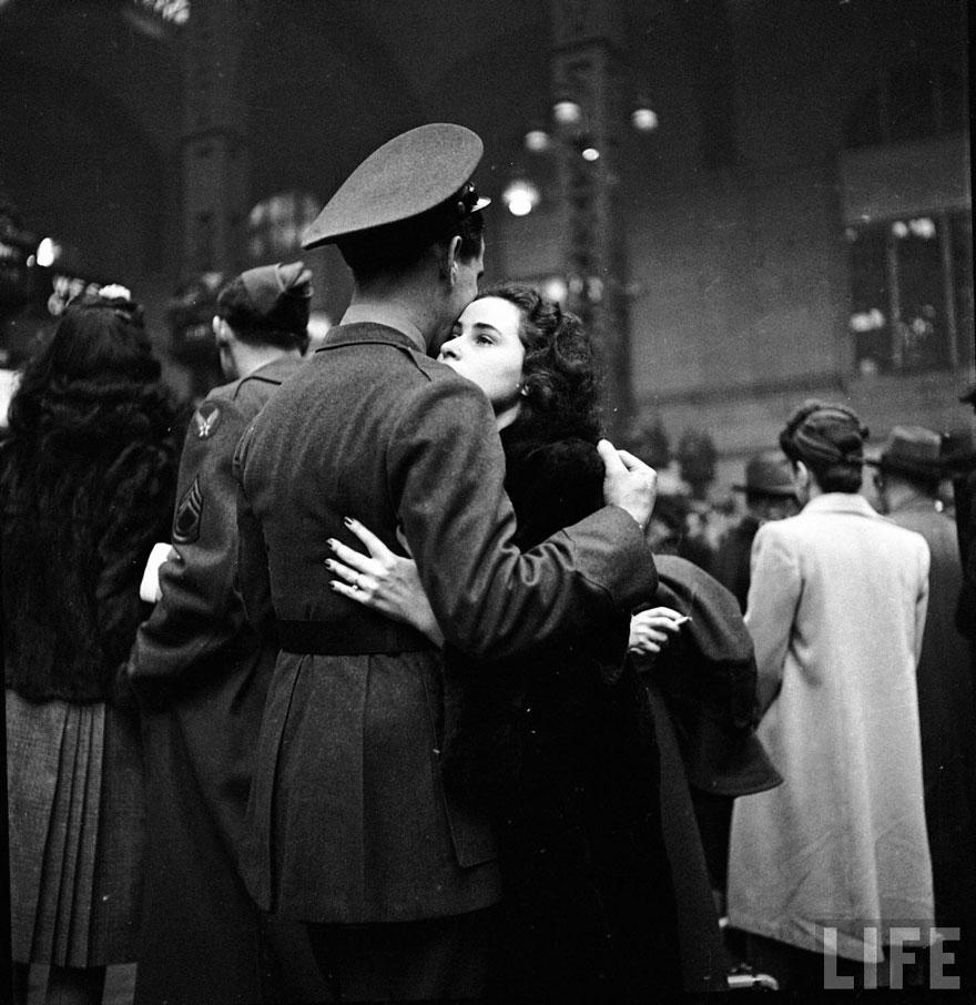 Abril 1943 - Una triste despedida se llevó a cabo en la Penn Station de NY