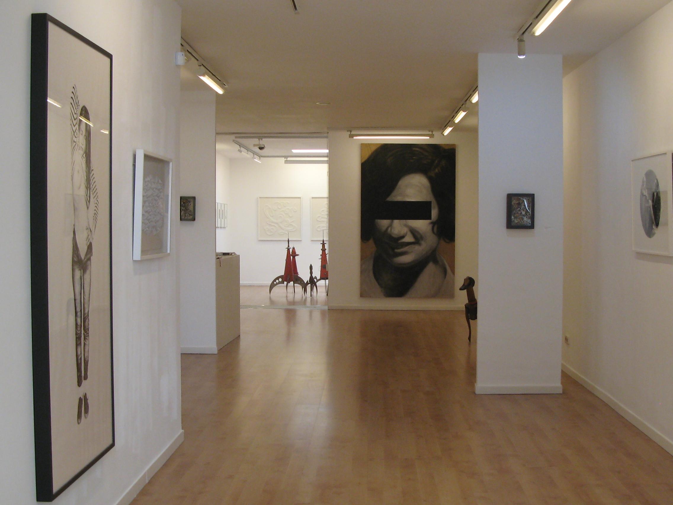 Galería Victor -Lope -Mainroom y Showroom al fondo.JPG