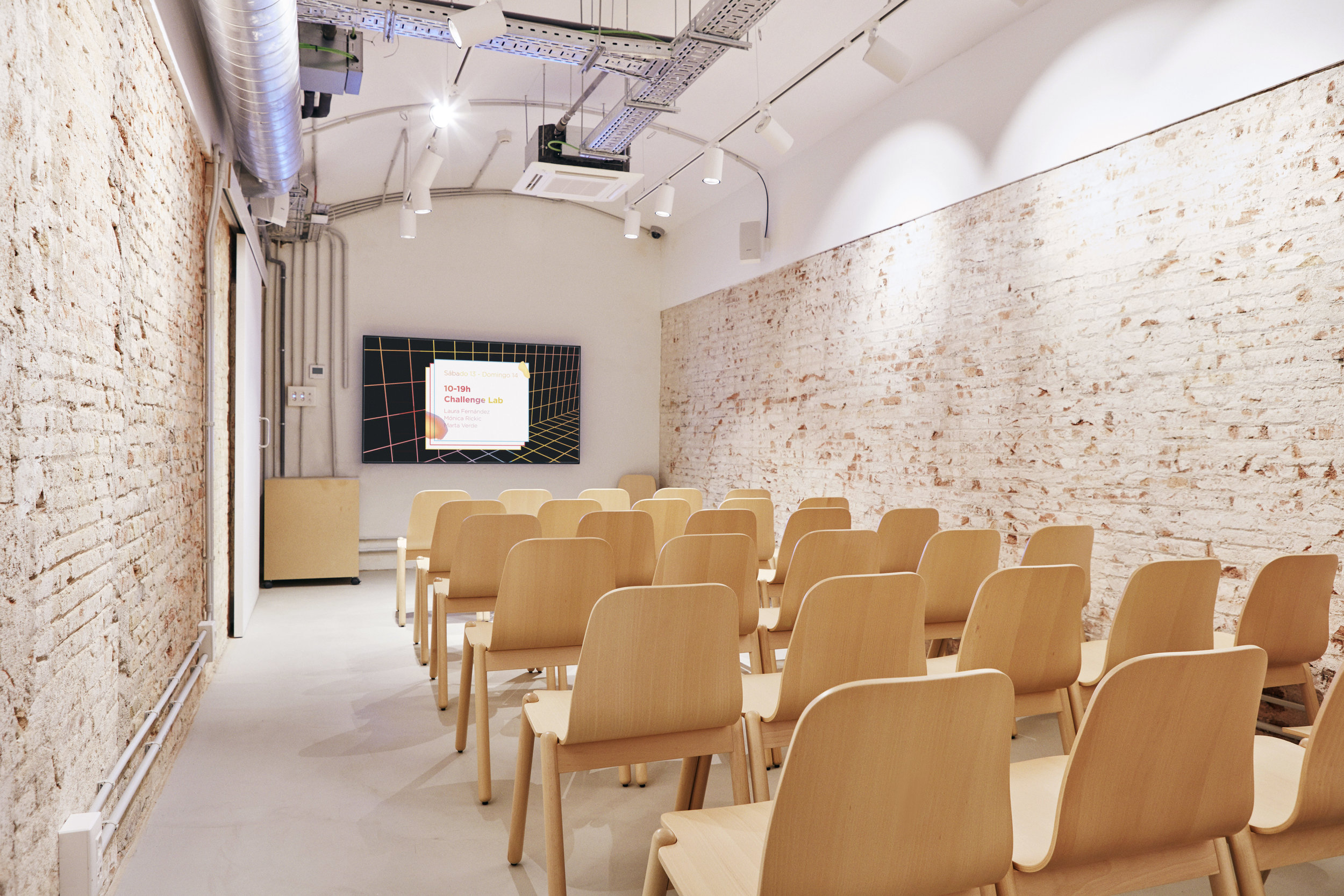 Sala Lab Multimedia, indicada para presentaciones y reuniones.