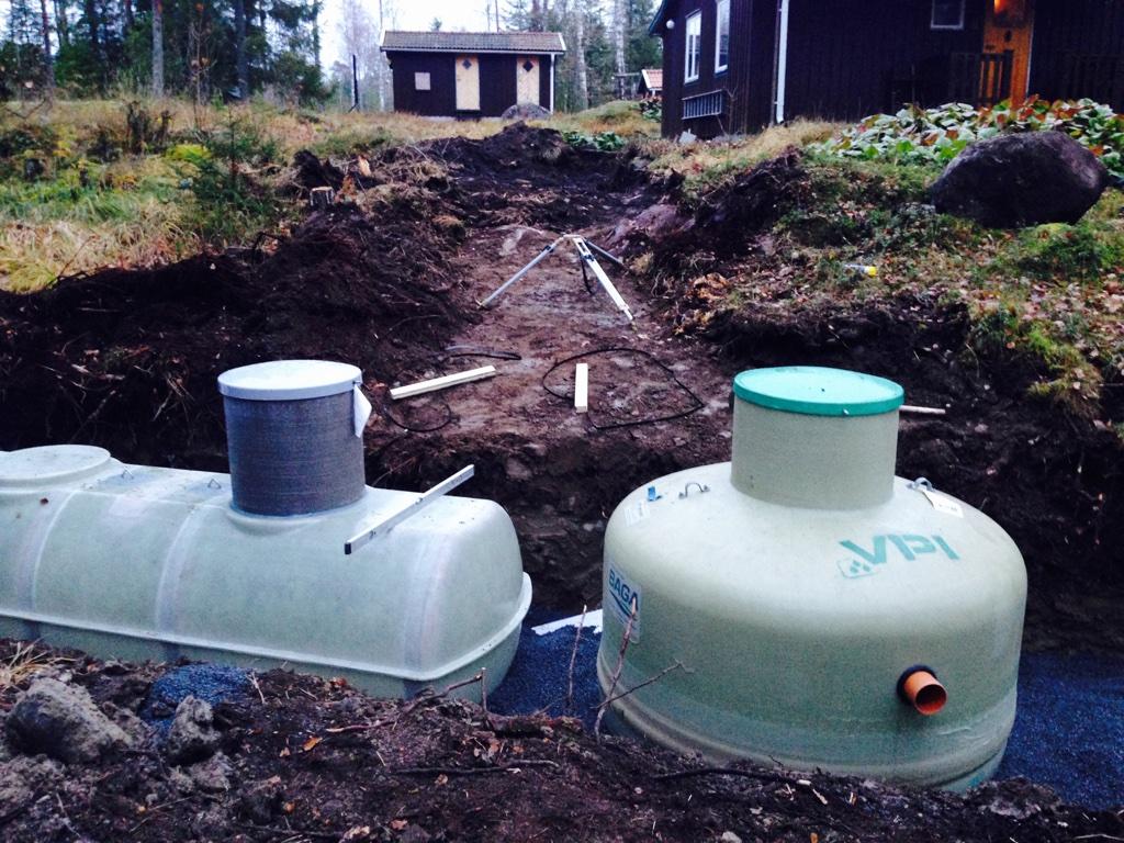 Slutentank (wc) PTC 3m3 med nivålarm och slamavskiljare (BDT) Baga 1,2m3 med pump.