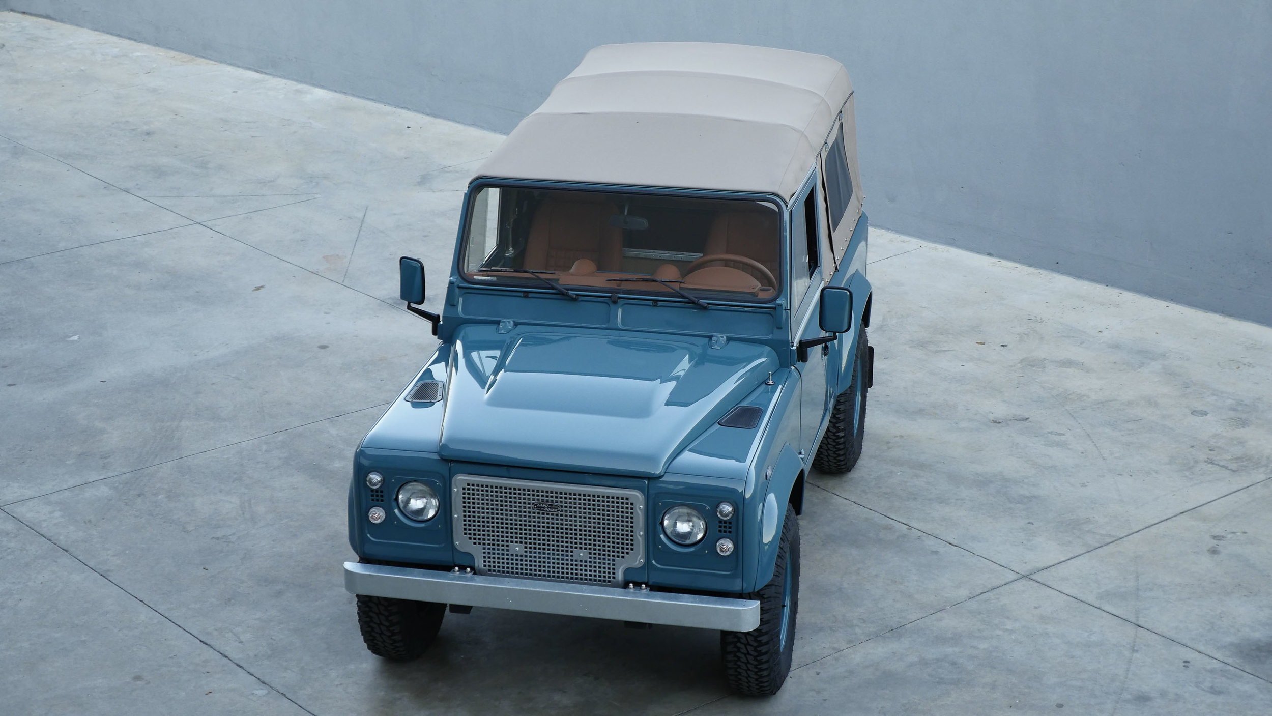 Coolnvntage Land Rover D90 (1 of 1).jpg