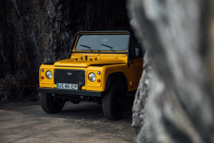 Land Rover Defender D90