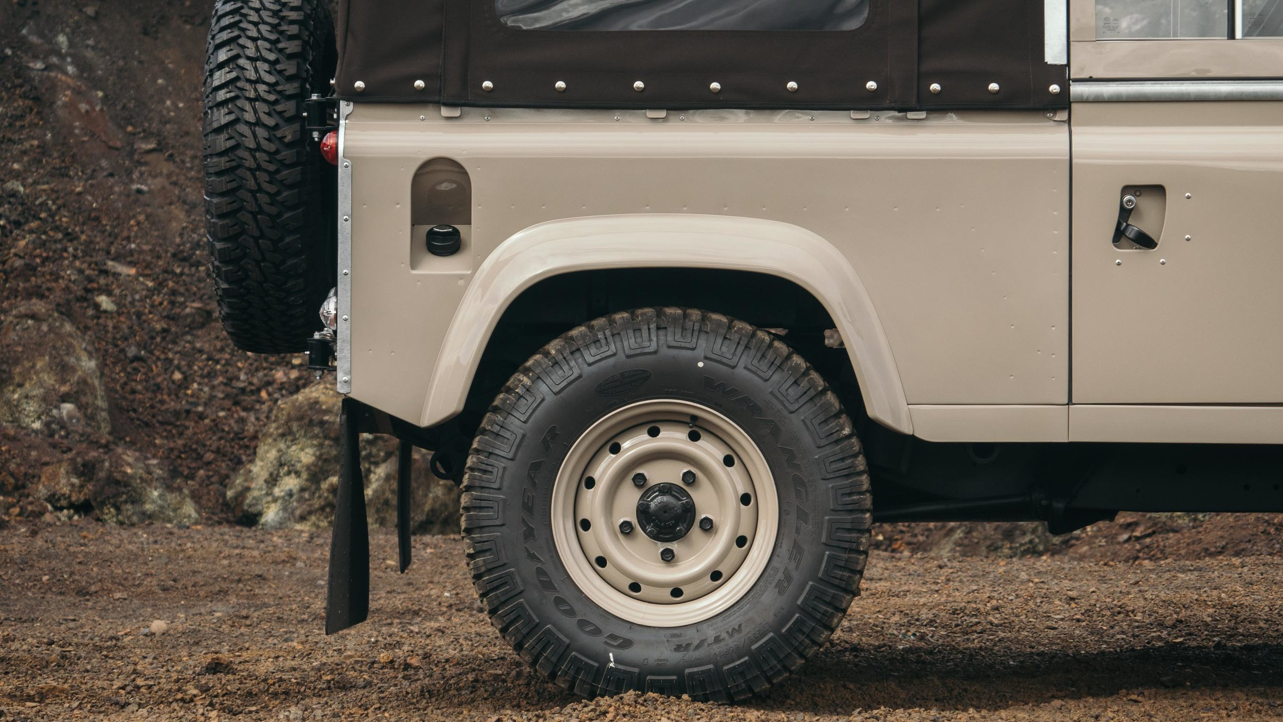 coolnvintage Land Rover Defender (69 of 81).jpg