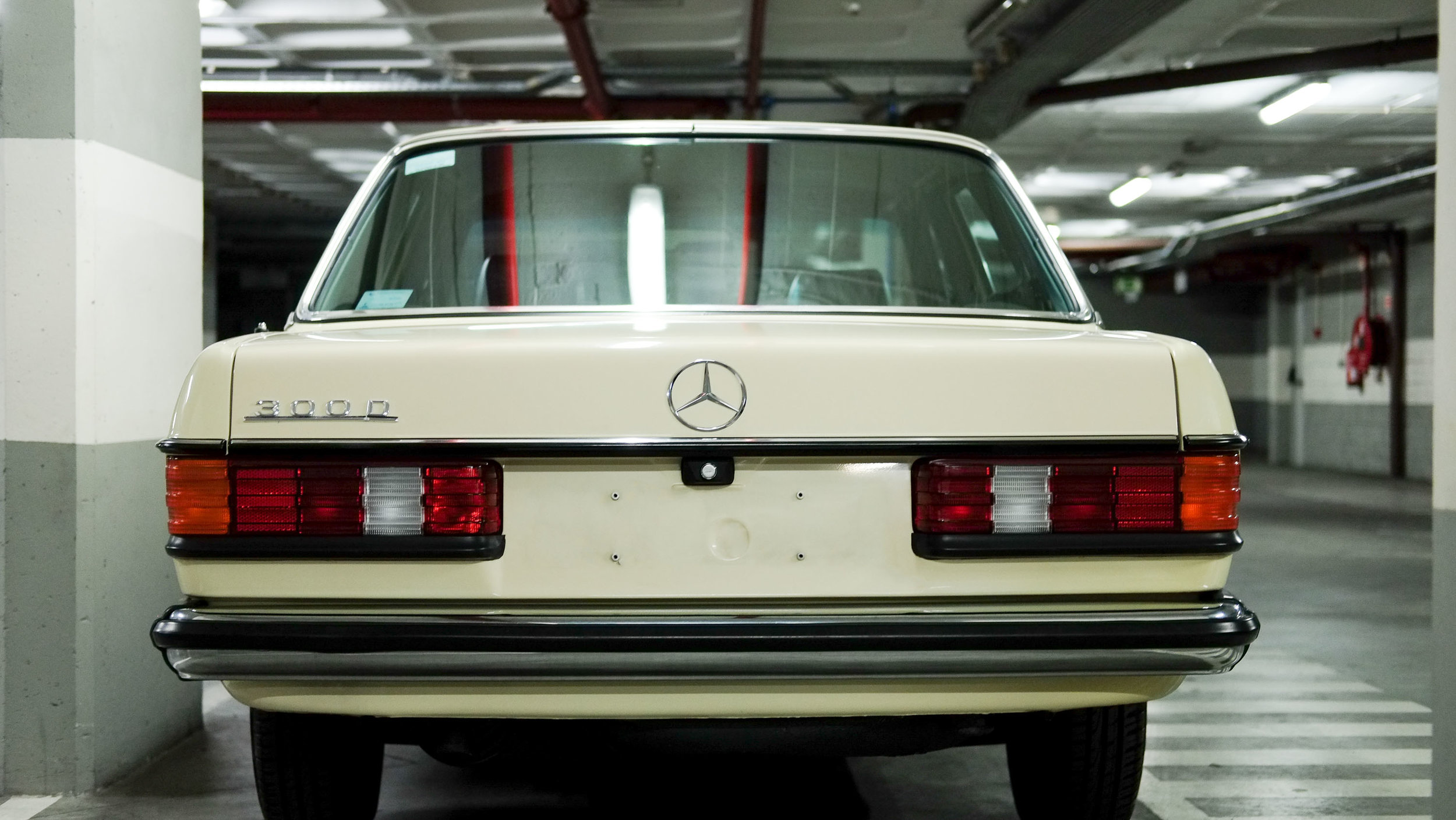 coolnvintage Mercedes-Benz W123 300D (6 of 59).jpg