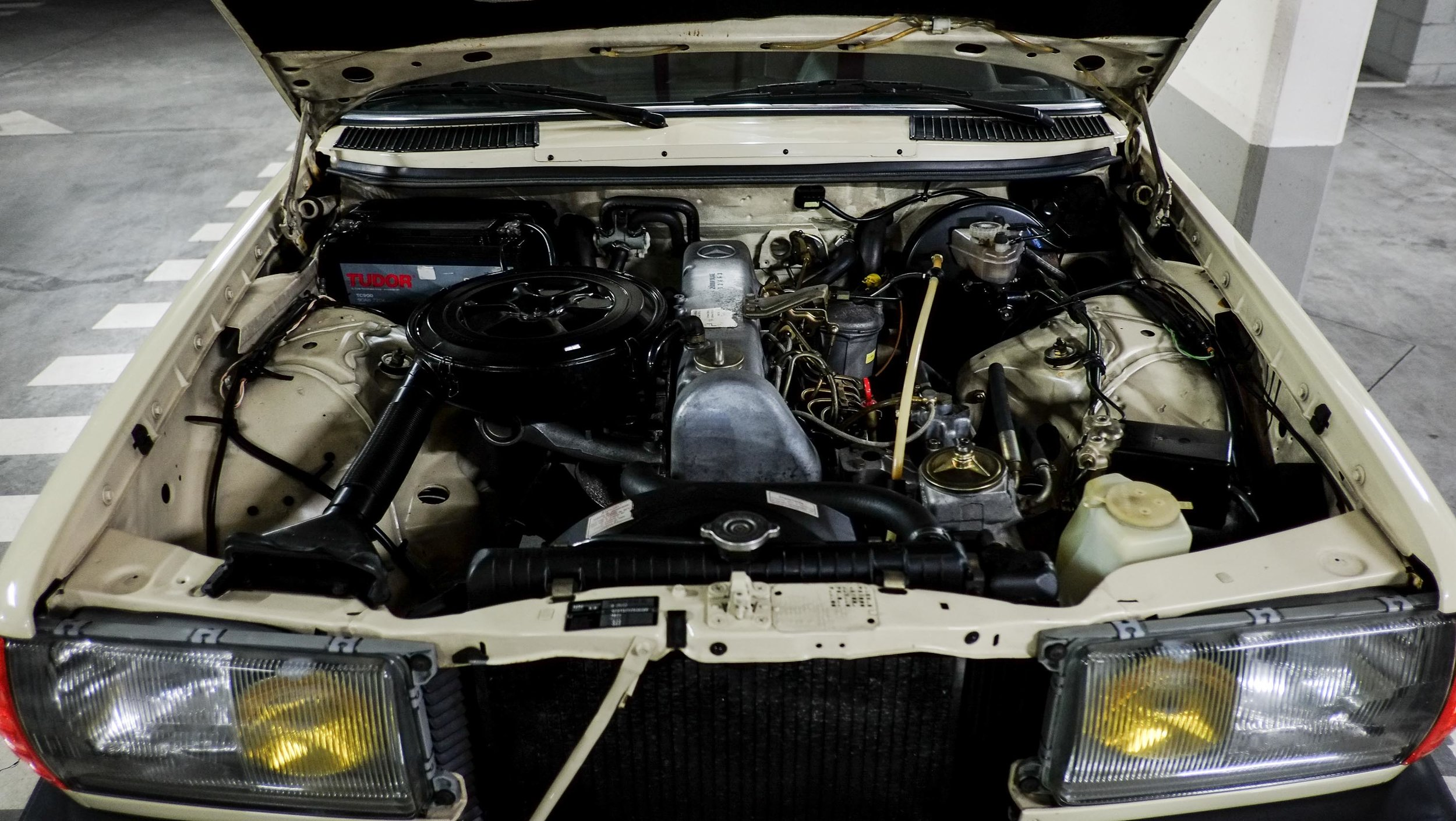 coolnvintage Mercedes-Benz W123 300D (13 of 59).jpg