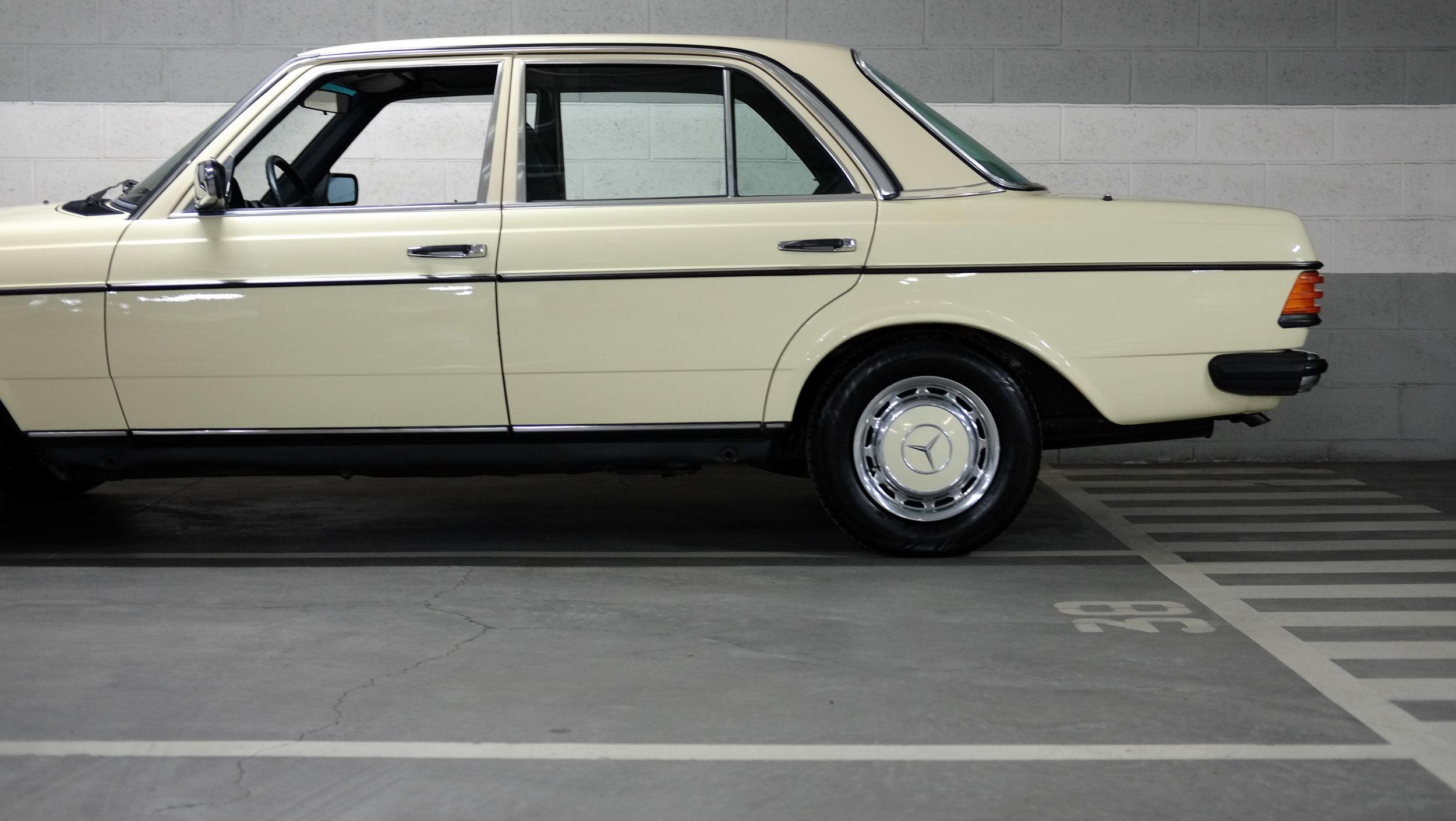 coolnvintage Mercedes-Benz W123 300D (50 of 59).jpg