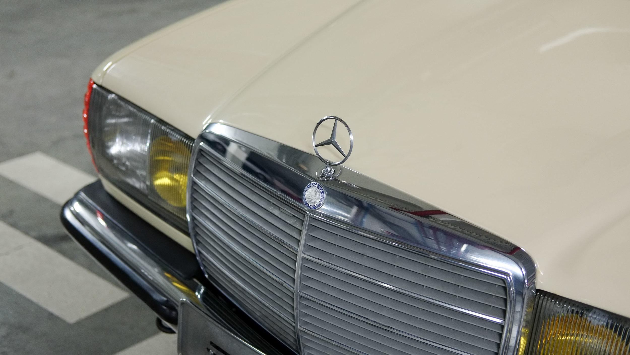 coolnvintage Mercedes-Benz W123 300D (26 of 59).jpg