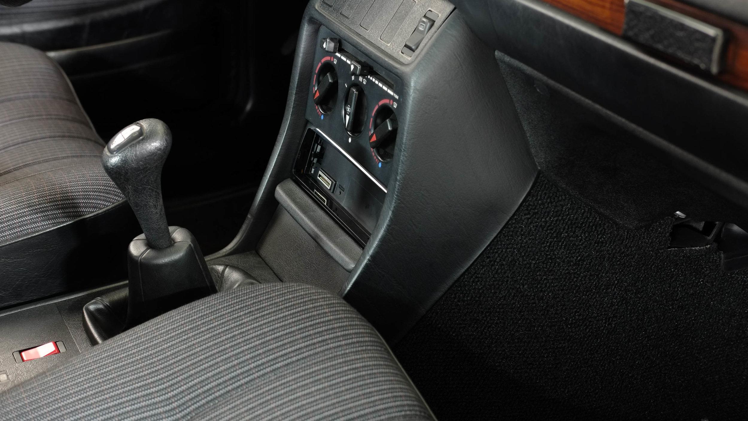 coolnvintage Mercedes-Benz W123 300D (33 of 59).jpg