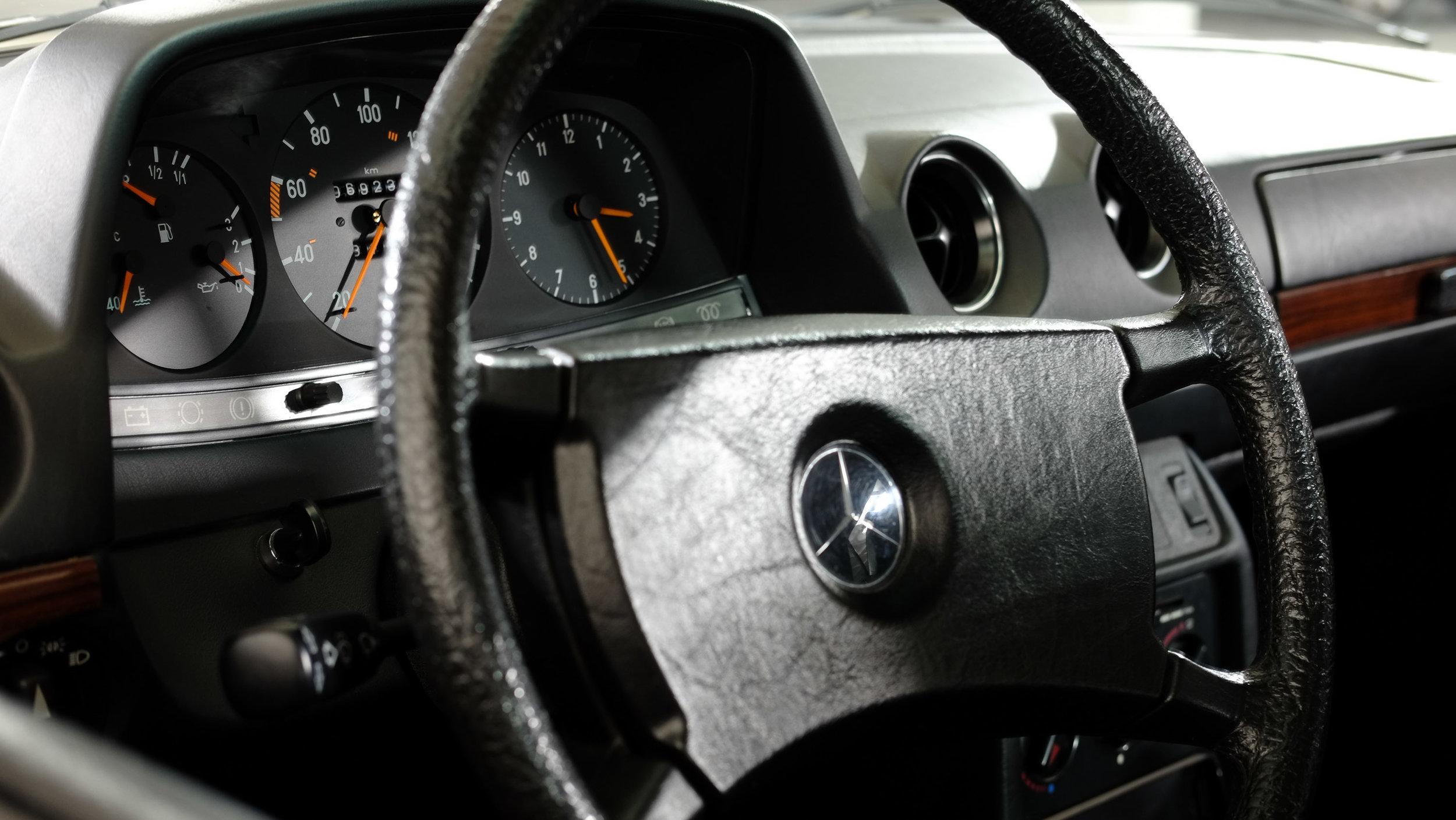 coolnvintage Mercedes-Benz W123 300D (40 of 59).jpg