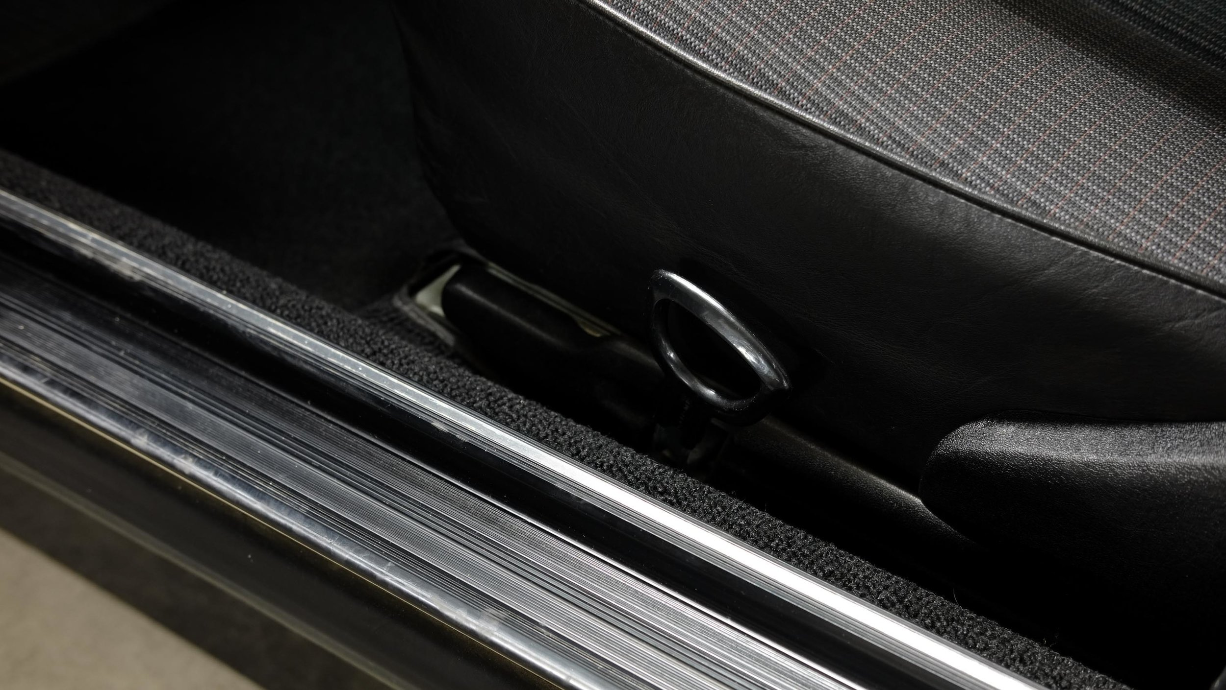 coolnvintage Mercedes-Benz W123 300D (53 of 59).jpg