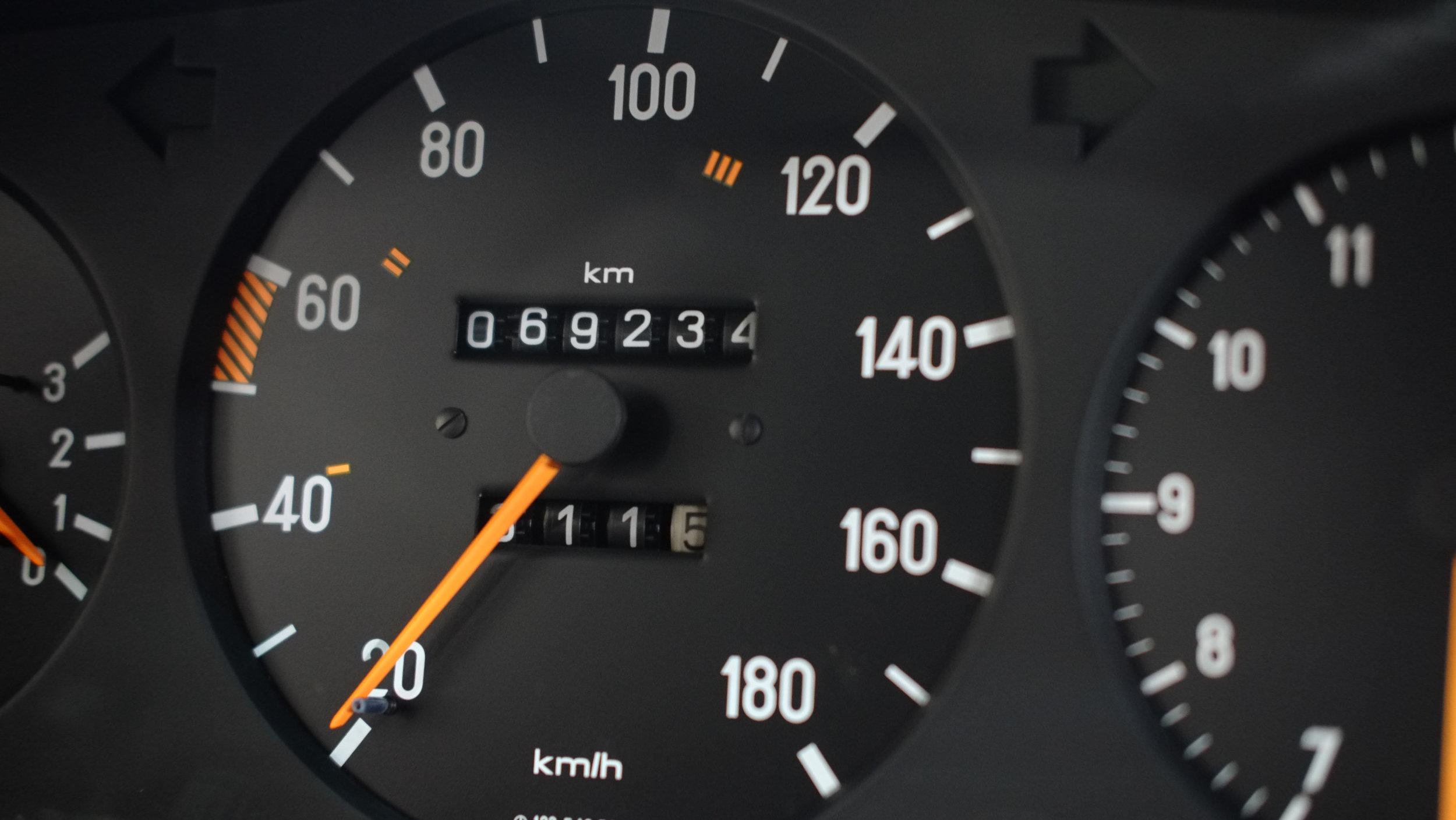 coolnvintage Mercedes-Benz W123 300D (42 of 59).jpg