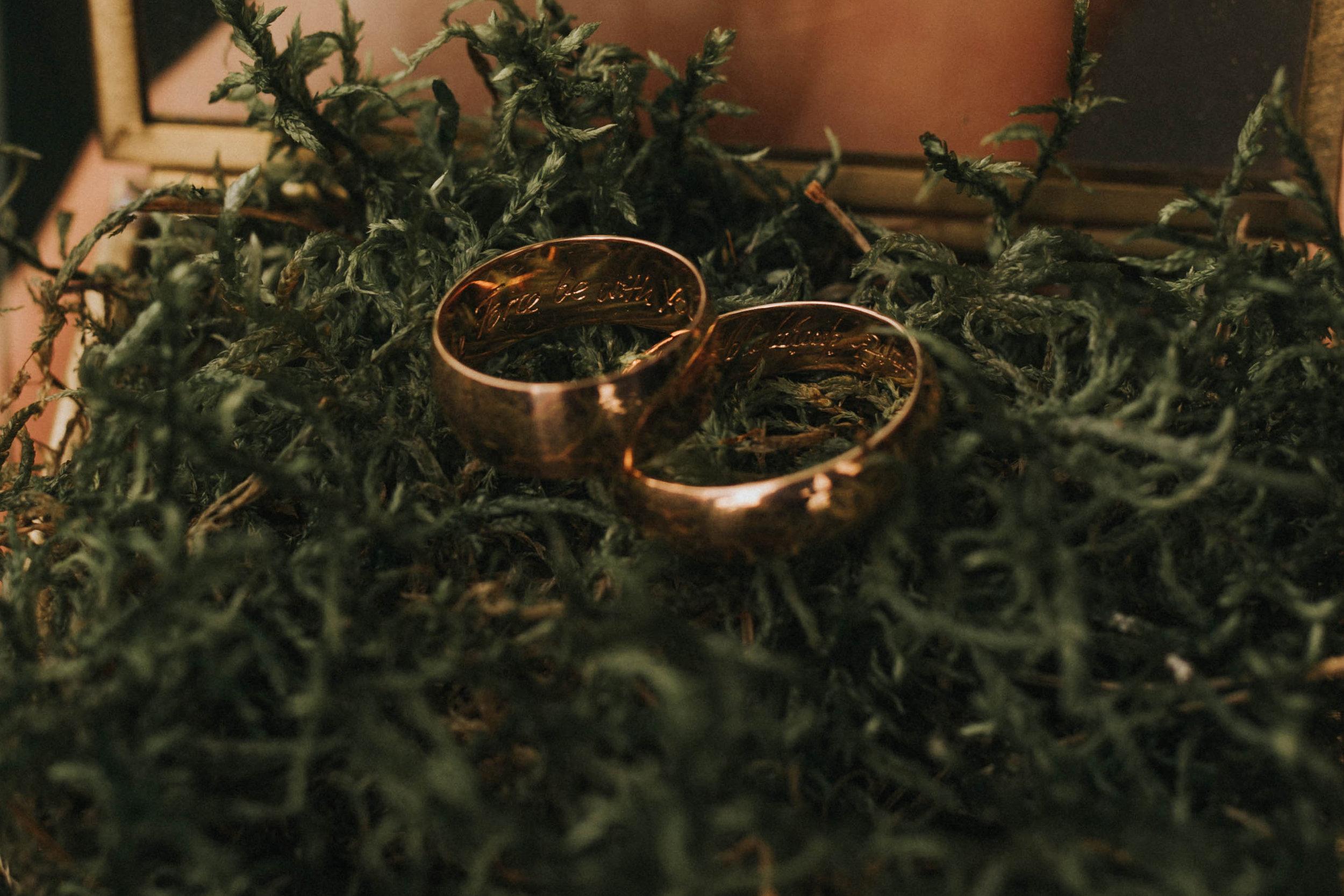 2018_09_07Ola+Tomekwedding-146-rings-mini.jpg