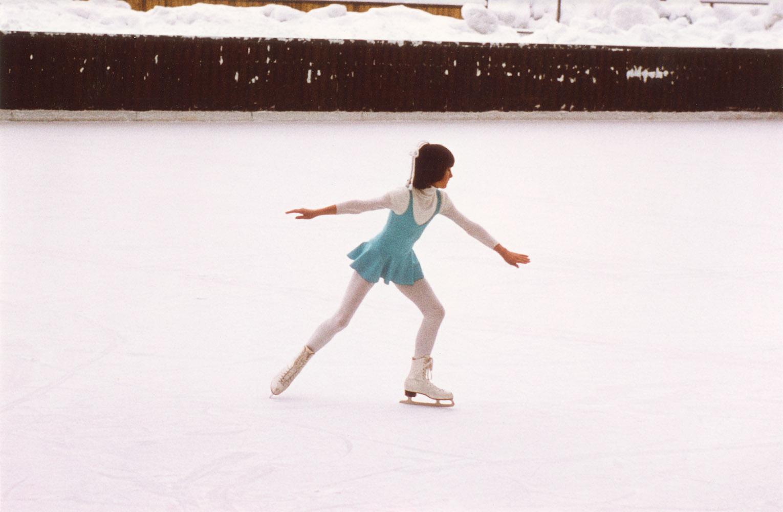 Ursula Kösterke als zwölfjähriges Mädchen auf dem Eis, fotografiert von ihrem Vater.  © Ursula Kösterke, Traunstein