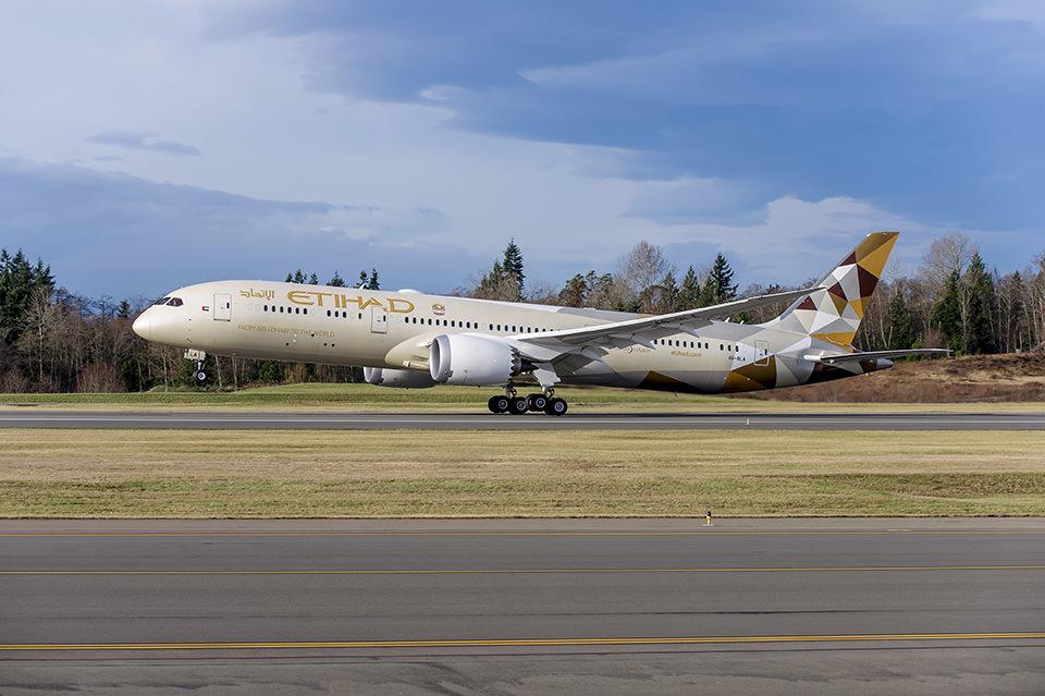 Etihad's 787 inaugural flight home