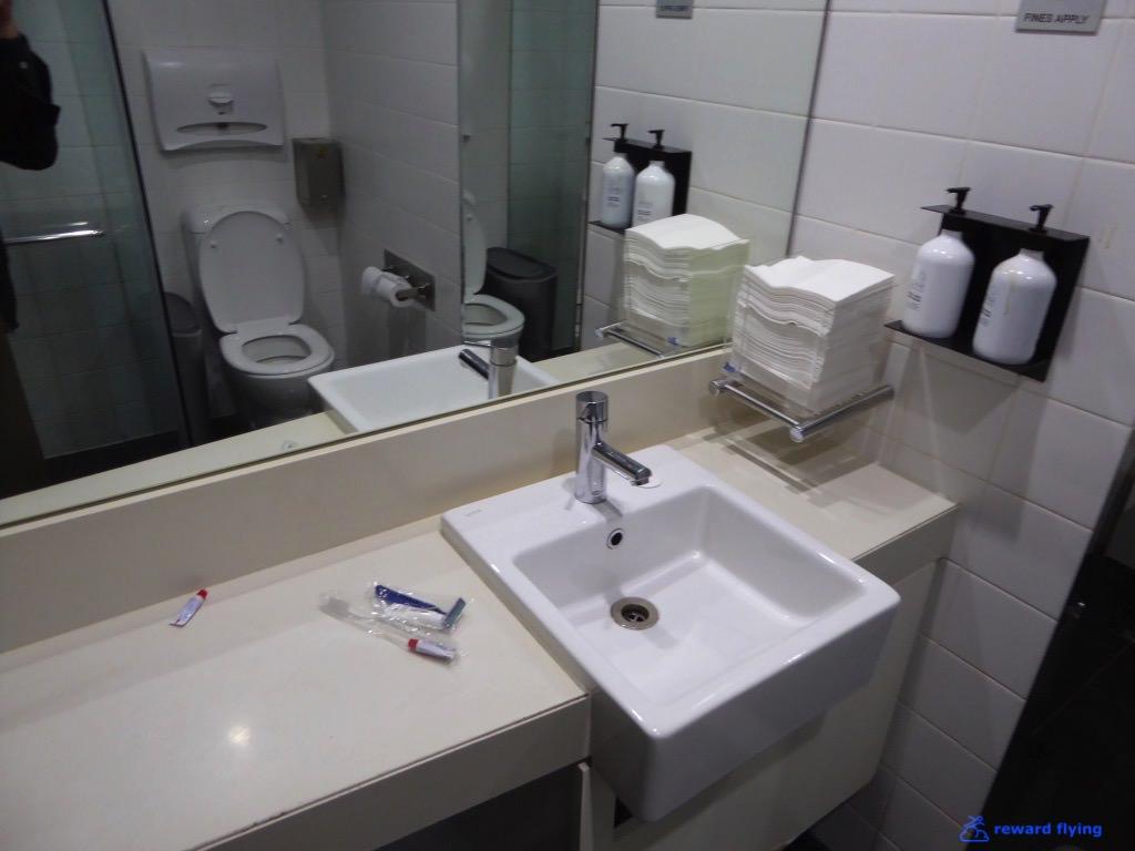 Lounge Shower 1 - QF.jpg