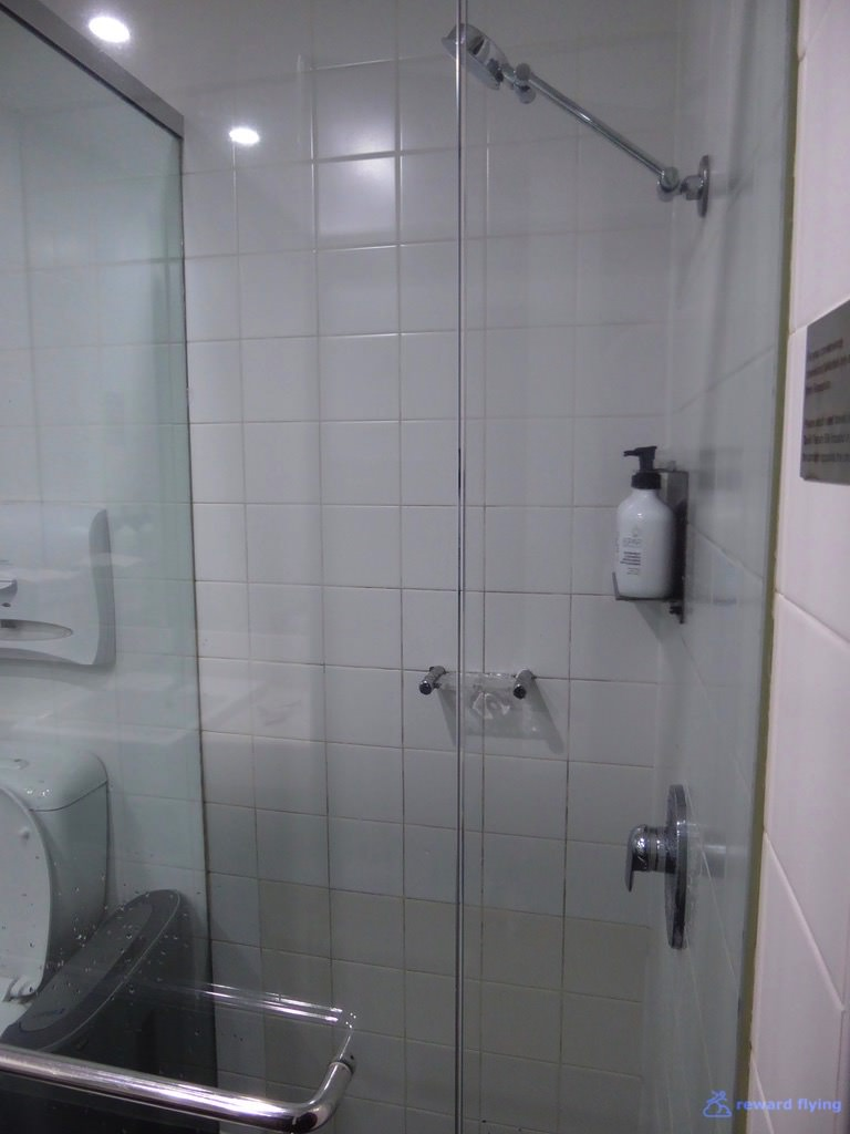 Lounge Shower 3 - QF.jpg