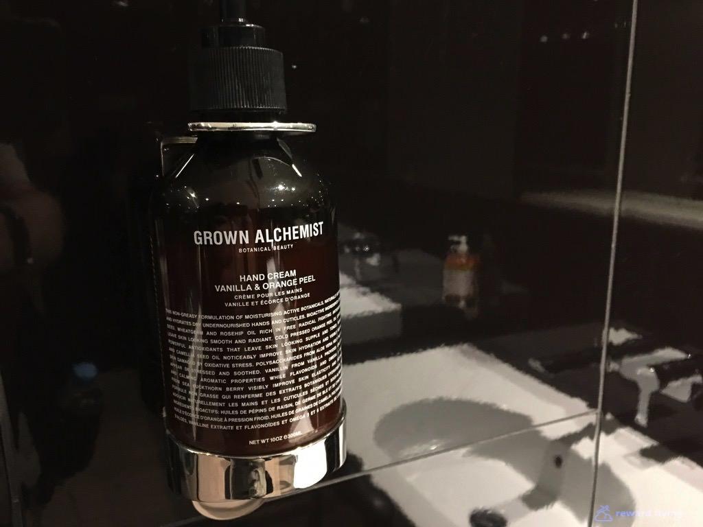 Lounge Shower 1 - VA.jpg